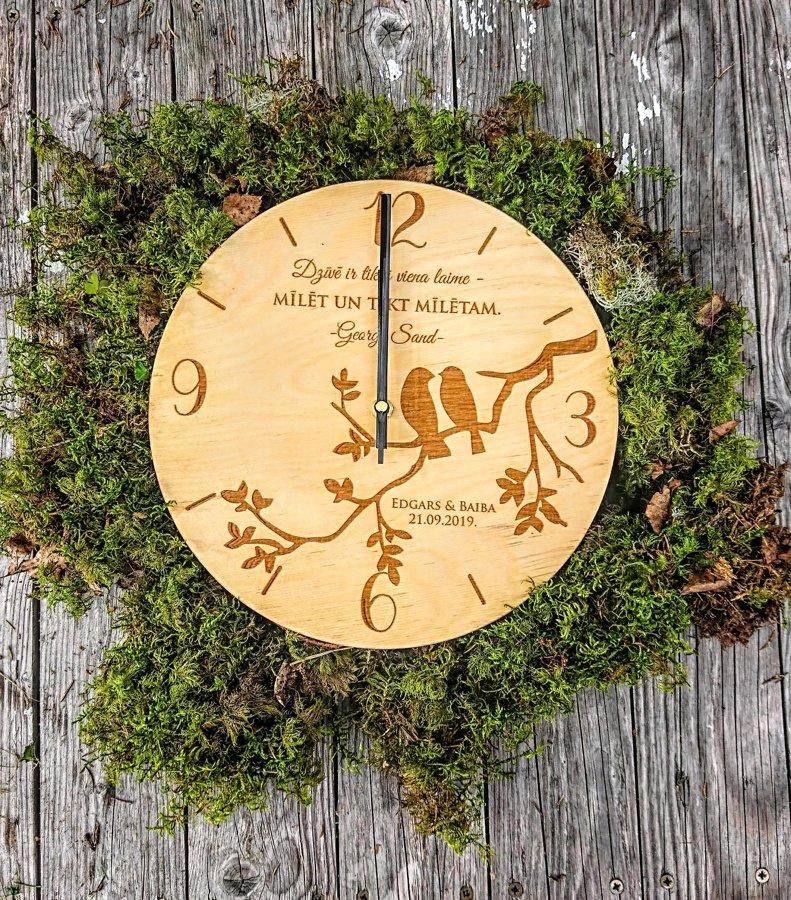 Koka pulkstenis ar gravējumu - Putni