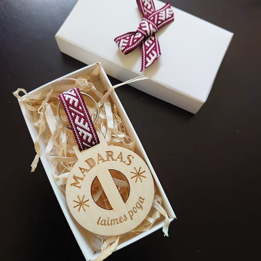 Koka atslēgu piekariņš - Laimes poga /ZSAT/