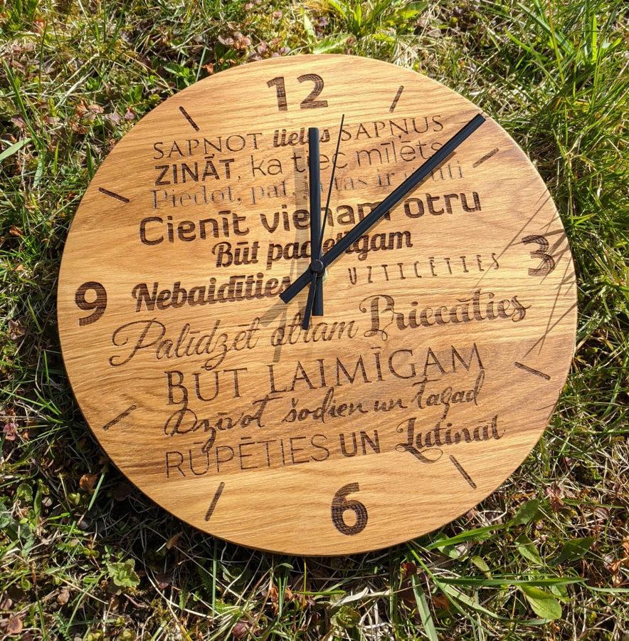 Koka pulkstenis ar gravējumu - Ģimenes likumi