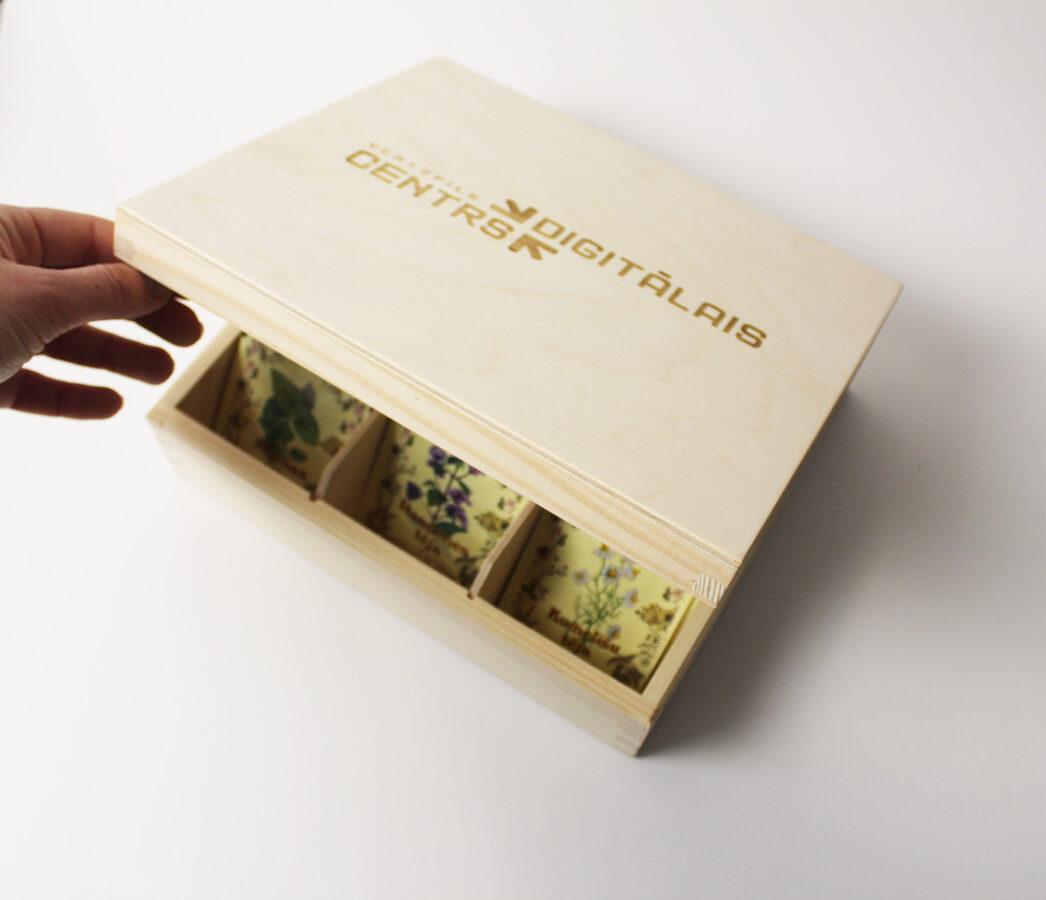 Koka kaste ar 6 nodalījumiem  Izmērs: 220x165x78mm /ZSKK30/