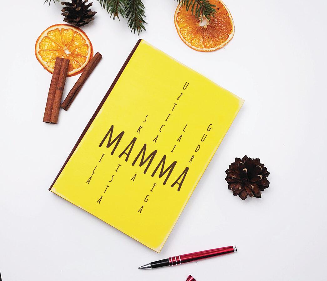 Plānotājs vai piezīmju bloks koka vākos - Mamma