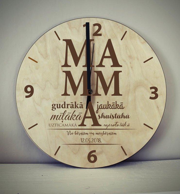 Koka pulkstenis ar gravējumu - MAMMA