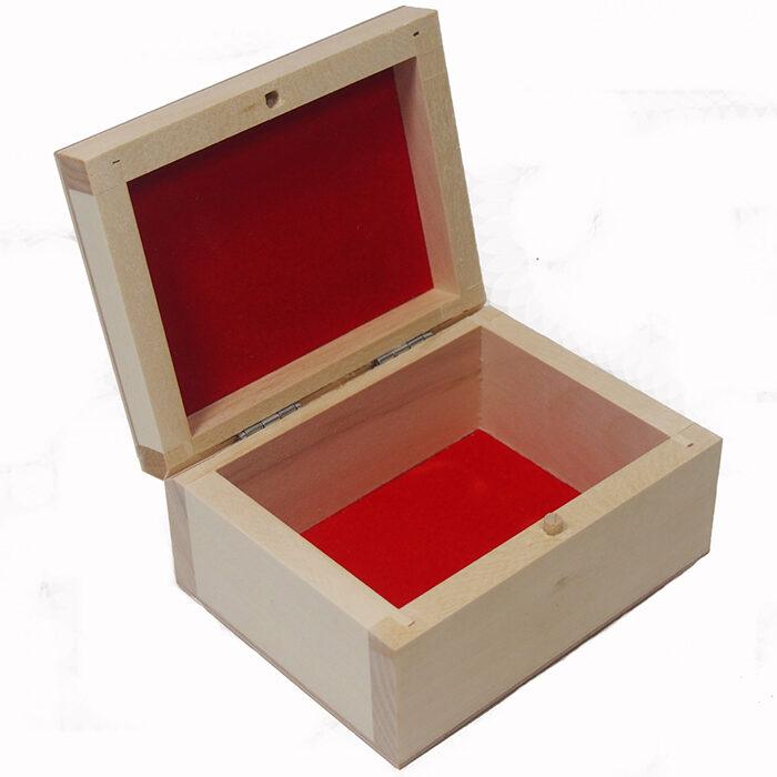 Koka kaste ar sarkanu iekšpusi. 110x80x50 mm /ZSKK143/