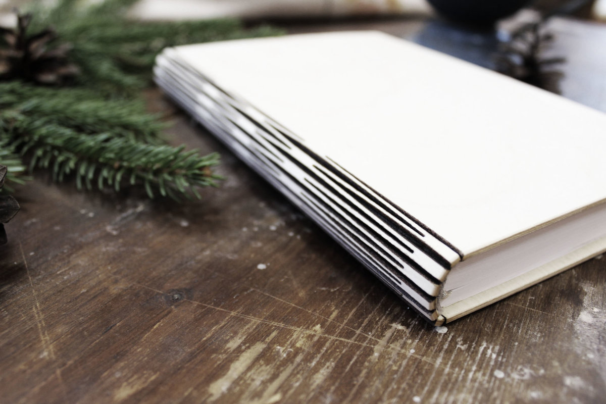Plānotājs koka vākos ar gravējumu - Individuāls dizains