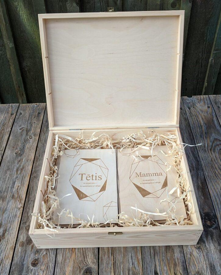 Atmiņu grāmatas MAMMA+TĒTIS koka kastītē ar gravējumu
