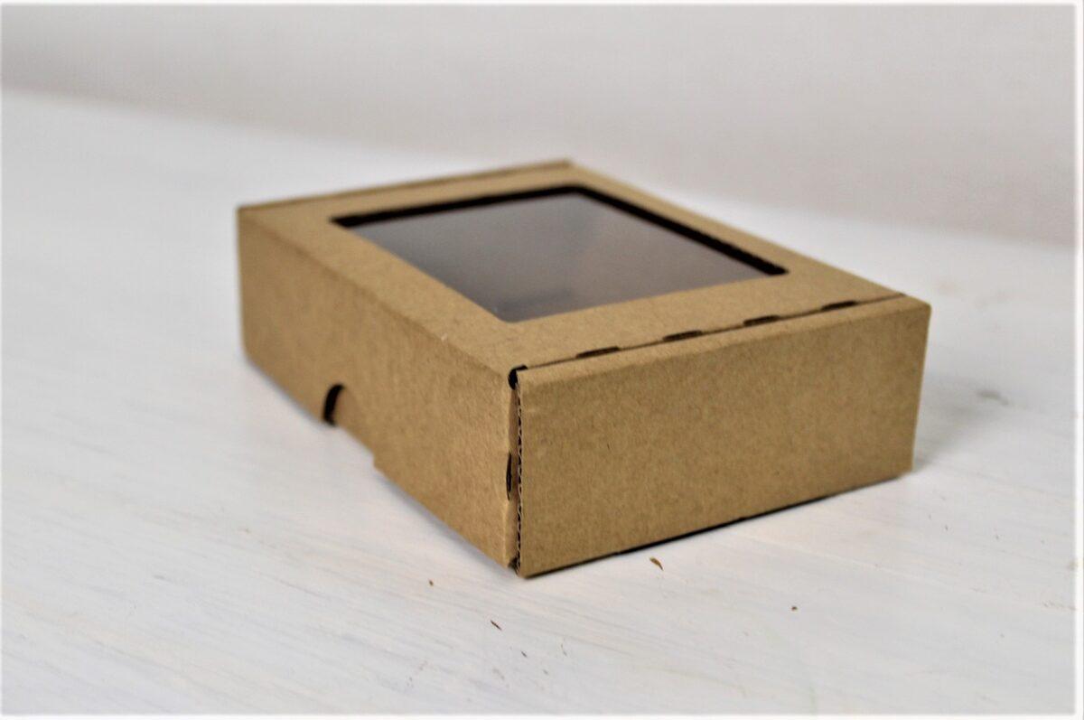 Kartona kastīte ar lodziņu 115 x 85 x 30 mm /ZSK31/