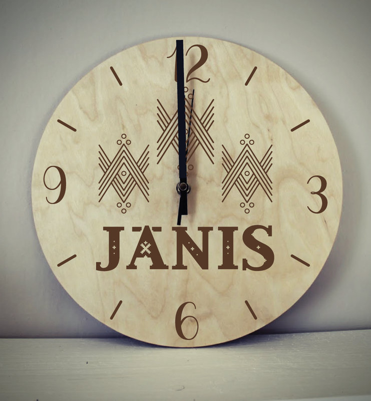 Koka pulkstenis ar gravējumu - Vārds