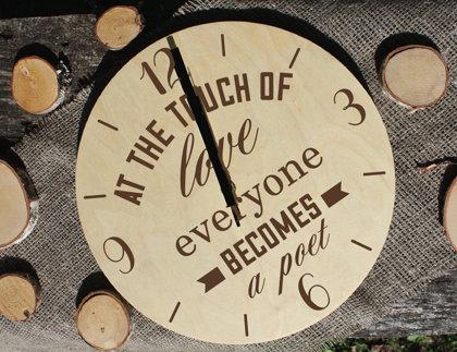 Koka pulkstenis ar gravējumu - At the touch of love