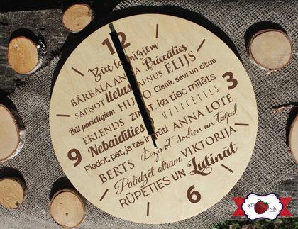 Koka pulkstenis ar gravējumu - IZLAIDUMS /ar Ģimenes likumiem/