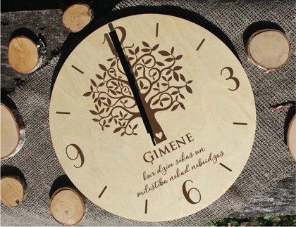 Koka pulkstenis ar gravējumu - Ģimenes koks