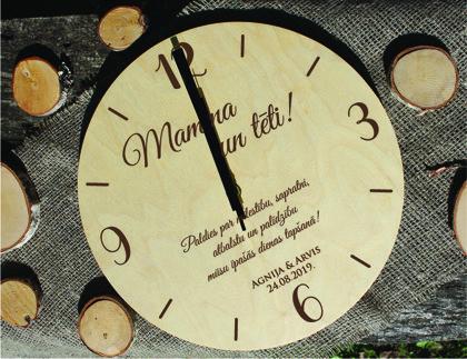 Koka pulkstenis ar gravējumu - Pateicība vecākiem
