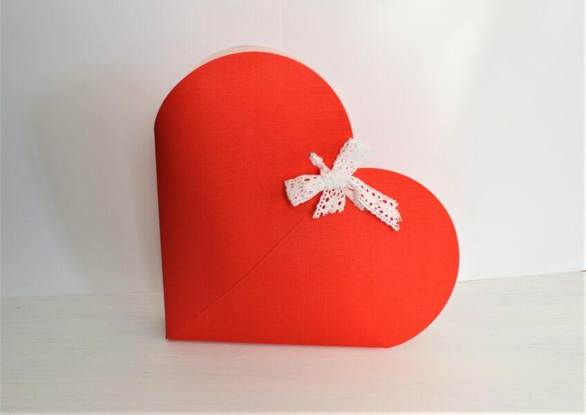Kartona kastīte - sirds formā  230 x 270 x 40 mm /ZS59/