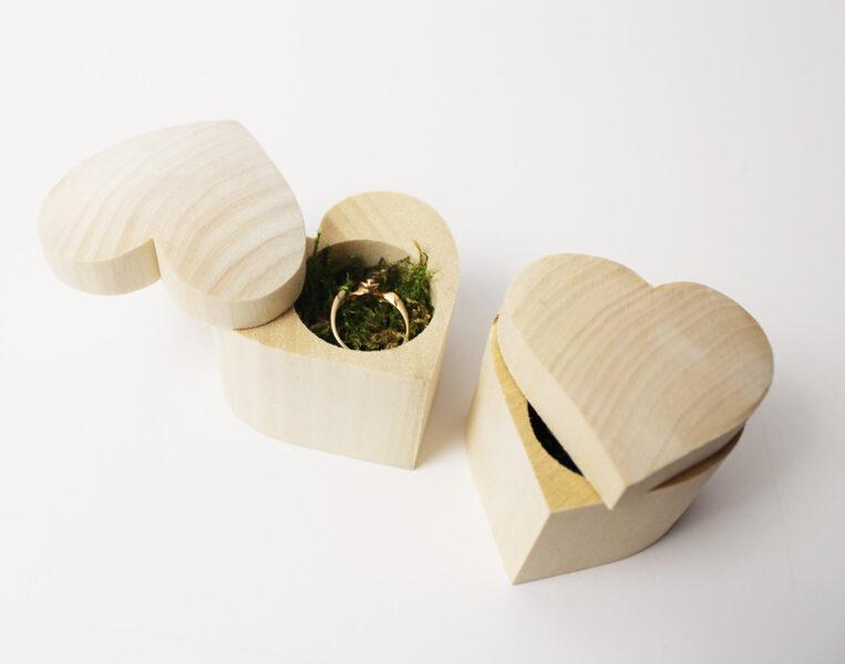 Rotaslietu, gredzenu kastīte sirds formā /ZSKK240/